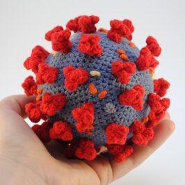 Вязаный коронавирус COVID-19 (модель)