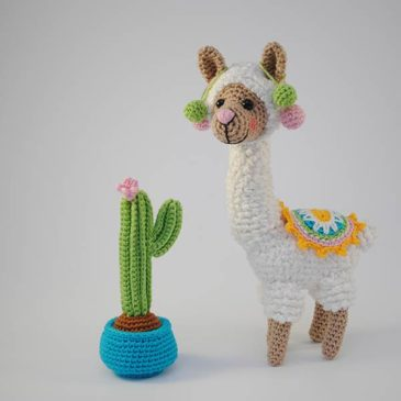 Alpaca Blend Hand knitted Stuffed Llama Amigurumi Toy – Gray ... | 365x365