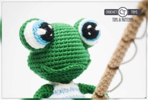 Crochet frog fisherman