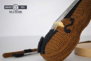 Crochet violin